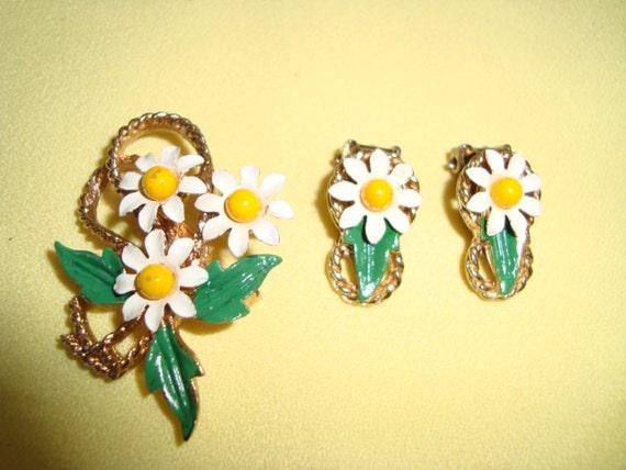 60's Daisy Brooch and Clip Earrings Set