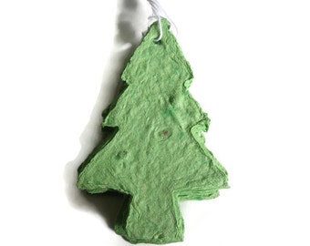 Green Christmas tree-shaped gift tag - Evergreen plantable paper pine tree - Christmas ornament, woodland wedding favor, holiday party favor