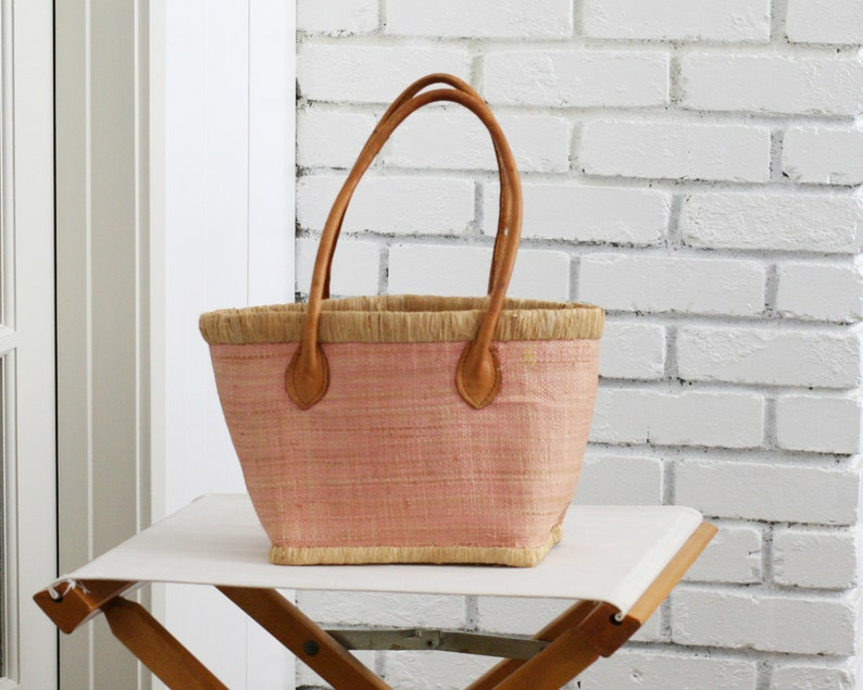 Vintage Blush Woven Straw Hand Bag With Leather image 0