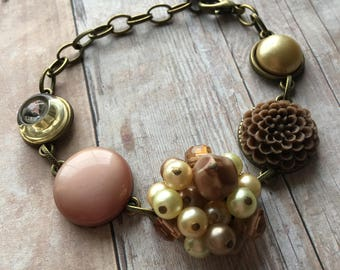 Tan/Beige Vintage Earring and Button Bracelet, Vintage Jewelry, Recycled Jewelry, Vintage Bracelet, Adjustable Bracelet, Button Jewelry