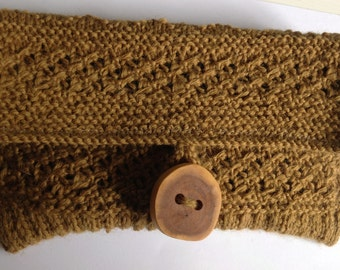 Knitted Tan coloured clutch purse with wooden button