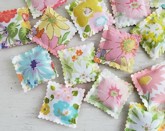 10 LAVENDER SACHETS Vintage Sheets Retro Flowers FREE Shipping