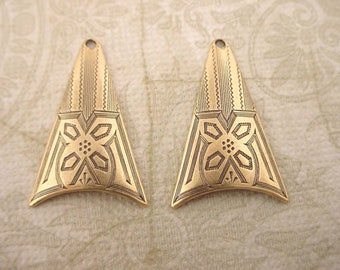 4 brass ox art nouveau Victorian  fine etch curved dapped triangle charms 23mm with hole