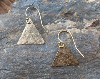 Gold Triangle Earrings, Dainty 14k Gold Filled Wire Earrings, Tiny Hammered Triangle Earrings, Tiny Gold Dangle Earrings