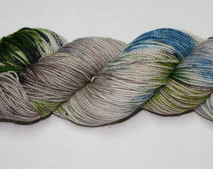 Ready to Ship - Je Suis Prest Hand Dyed Sock Yarn - Twist Sock