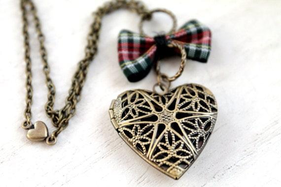 Outlander Filigree heart locket necklace tartan plaid bow