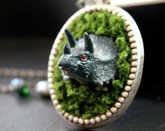 Dino in moss necklace dinosaur triceratops kitsch harajuku jewelry