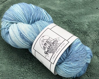 """Naturally Dyed Superwash wool sock yarn """"Never Saw Blue Like That"""""""