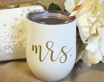 Mrs. swig wine tumbler with lid in pearl white with swirly straw - bachelorette party, wine sippy cup, wedding, bride, gift, bridesmaids