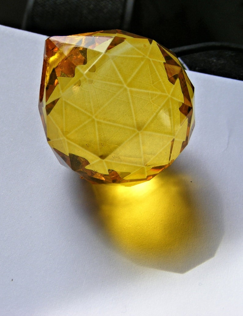 "Amber /& Clear CRYSTAL drop nice faceted glass 50mm /""Dragon Eye/"" PRISM suncacher"
