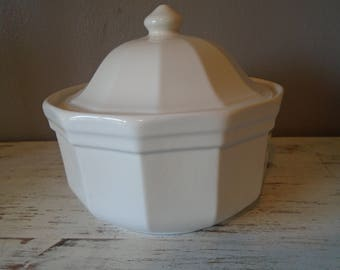Heritage White by Pfaltzgraff covered casserole dish / white cookware /  white covered casserole / 12 sided casserole dish