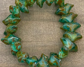 Turquoise Picasso Tulip, per strand, 20 beads