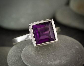 Princess Amethyst Ring,Purple Amethyst Silver Ring,February Birthstone Ring,Solitaire Gemstone Ring, Purple solitaire Ring, Eco Silver Bezel