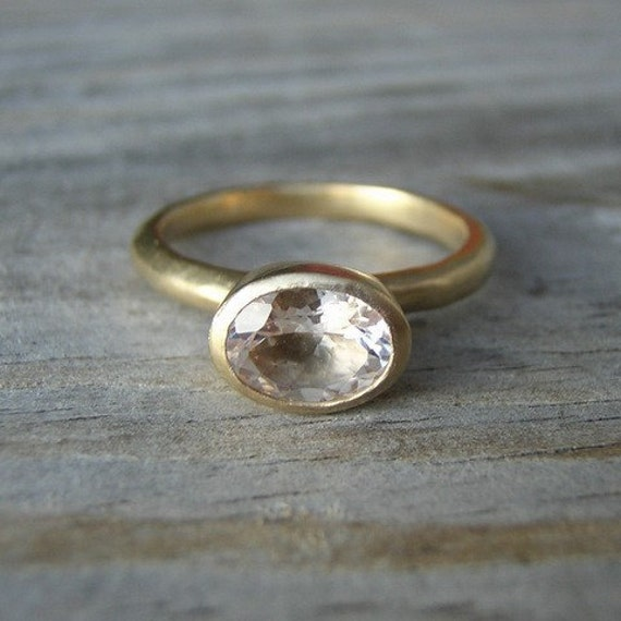 Morganit und Gelbgold Ring, 14k Gold Solitaire, rosa Beryll Oval Edelstein Ring, Stapelring, Recycling Gold, umweltfreundlich