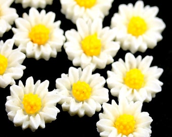 Flower Cabochons Vintage Style White / Yellow Daisy 11mm (8) PC404