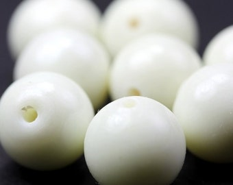 Vintage Czech Glass Beads 1930's 10-13mm Creme White Smooth Round Bead Jewelry Making Supplies (6) VGB085