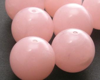 8 Vintage Lucite Round Beads - 14mm - Marbled Light Pink - VPB33