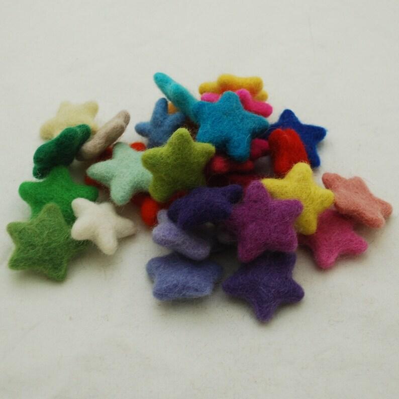 Assorted 100/% Wool Felt Star 30 Count