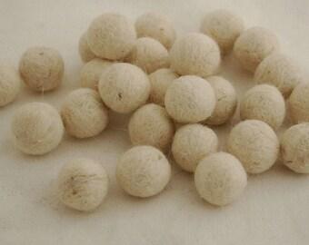 10 Felt Balls - 3cm - Off White