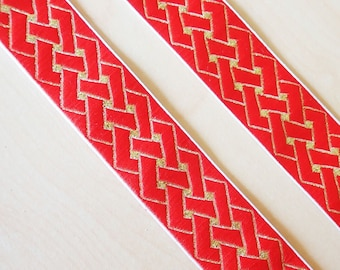 CELTIC KNOT Reversible angular knot Jacquard trim in gold and lantern red. Sold by the yard. 1 inch wide. 700(2)-A. Celtic knot