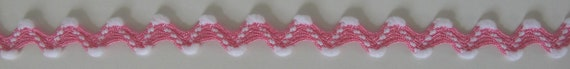 10 yards lot de flocon de neige blanc RIC RAC réversible, blanc neige sur fond rose chaud. 5/8 pouce de large. 850-414-04 garniture de thème de l'hiver, flocons de neige, ric rac, de zig zag e9e1c8