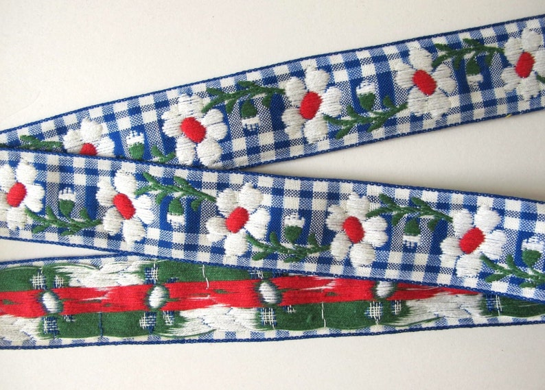FLORAL GINGHAM Jacquard trim with white daisies on royal blue image 0