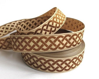 CELTIC RUNNING KNOT medium Jacquard trim, saddle brown on light beige. Sold by the yard. 3/4 inch wide. 859(3)-b