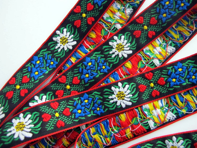 EDELWEISS & HEARTS Jacquard trim White Blue red green image 0