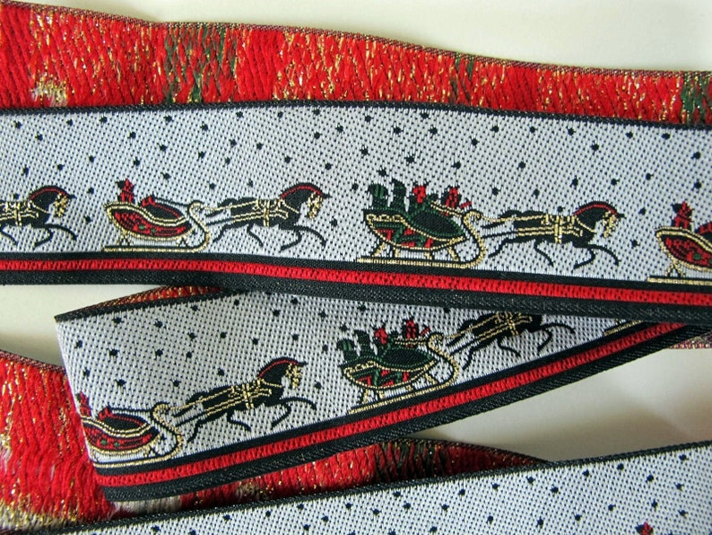HORSE and SLEIGH Jacquard trim in Red Green gold on Off image 0