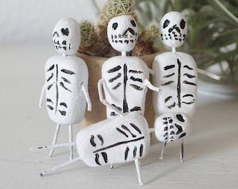 Mini Dia de los Muertos Figurine Mexican Inspired Miniature Day of the Dead Skeletons Mini Muertos Tiny Skeletons Halloween Decor Worry Doll