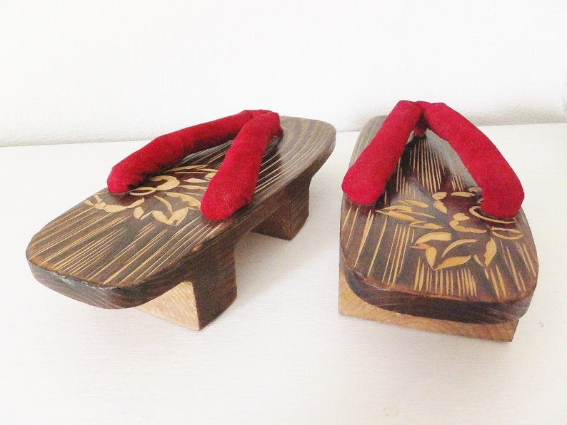 93d3ce09c Vintage Japanese Sandals Geisha Style Red Asian Shoes Maiko