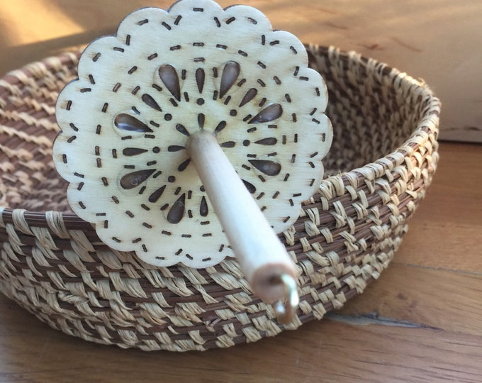 Woolpops Natural Finished Lace Flower Top Whorl Drop Spindle