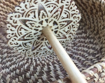 Woolpops Natural Finished Lace Star Top Whorl Drop Spindle