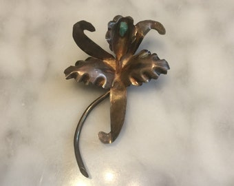 Vintage Artist Made 0900 Coin Silver Raw Emerald Orchid Brooch