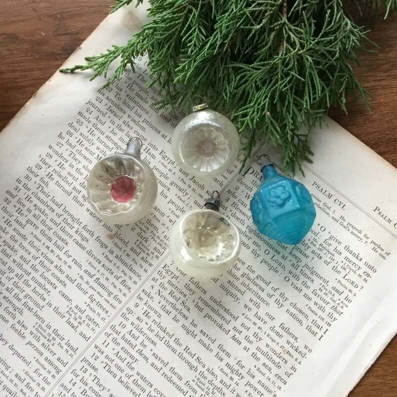 Antique Set of 4 Indent Christmas Ornaments Glass Vintage Feather Tree