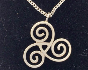 Central 3 scroll Pendant