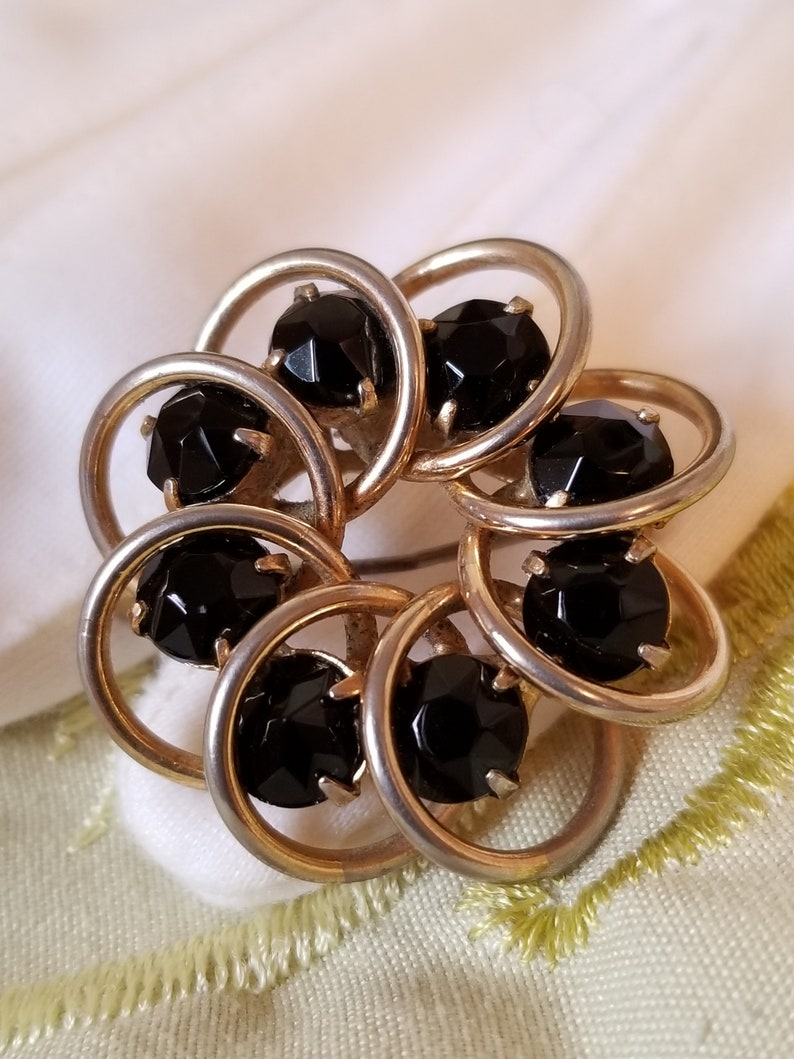 Estate Jewelry Vintage Circle Pin Black Rhinestone Mid Century Brooch Small 1 Gold Tone Setting Overlapping Circles Pin Mother/'s Day Gift