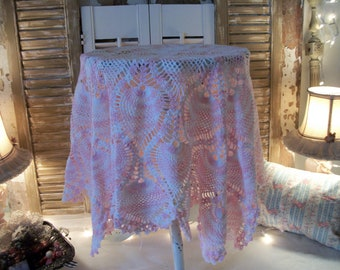 """36"""" pink & white cotton crochet table topper cloth, extra large 36"""" round, clean and in great condition! vintage hand work"""