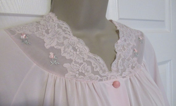Fits to 47 inch bust Lace yoke VTG Below knee length Vintage Sz Small blush pale pink nylon Shadowline robe Long sleeves Front buttons