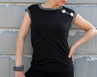 Black t shirt in organic cotton and applique buttons, great design for a unique t shirt