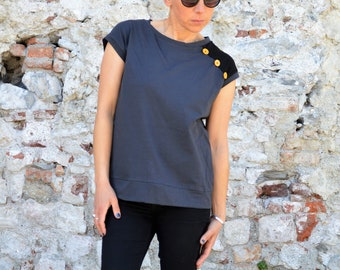 Casual sporty t shirt in organic cotton and buttons