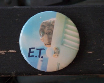 Very cool vintage E.T. Badge