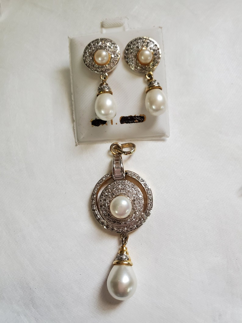 antique Victorian and pearl modern style jewellery set of c.z Vintage looking set of two color goldsilver plated earrings and pendant