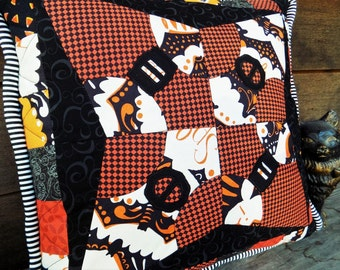 """Halloween Pillow Cover, Pieced and Quilted Cotton 17"""" Zippered Pillow Cover, Orange & Black Witches' Hats Pillow Cover, Halloween Decor"""