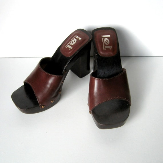 Vintage Sandals LEI Dujour Slip on sandals, Brown leather, Wooden heels, Chunky sandals, Bronze studs, Made in Brazil, Size 5.5M