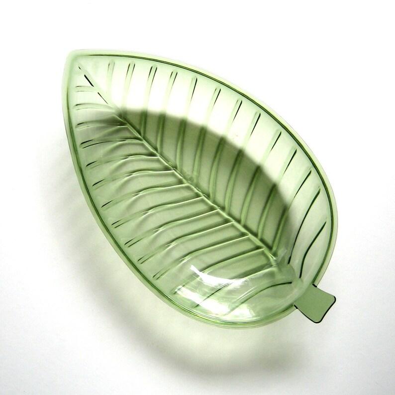 Leaf shape Serving Dining Green leaf bowl Low serving bowl Plastic serving dish Vintage Small Serving Bowl Kitchen Leaf Dish