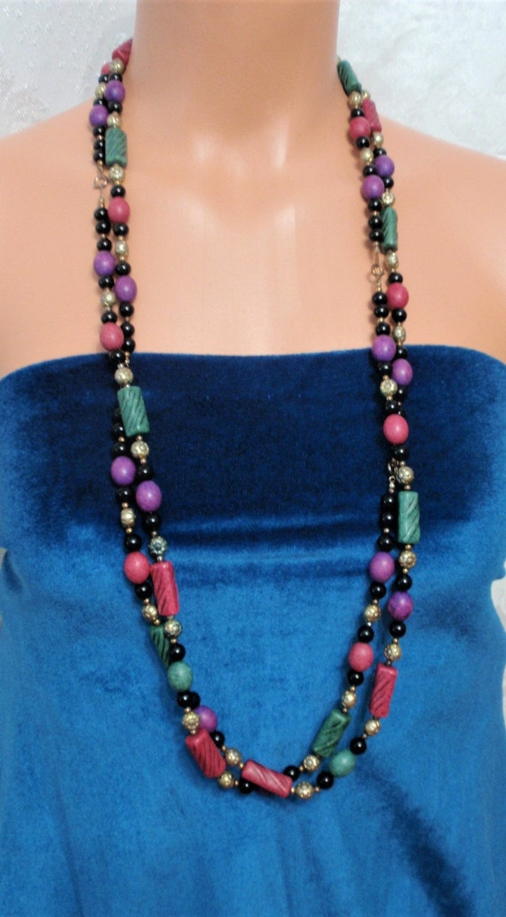 Suitable for  upscle or casual event Lovely Vintage Wood and Clay beads necklace.This stunning necklace set  is Unique .18 Gift for her