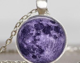 Púrpura collar de luna de lavanda, lavanda luna llena joyería, colgante Luna, colgante lunar, Luna joyería, colgante de espacio