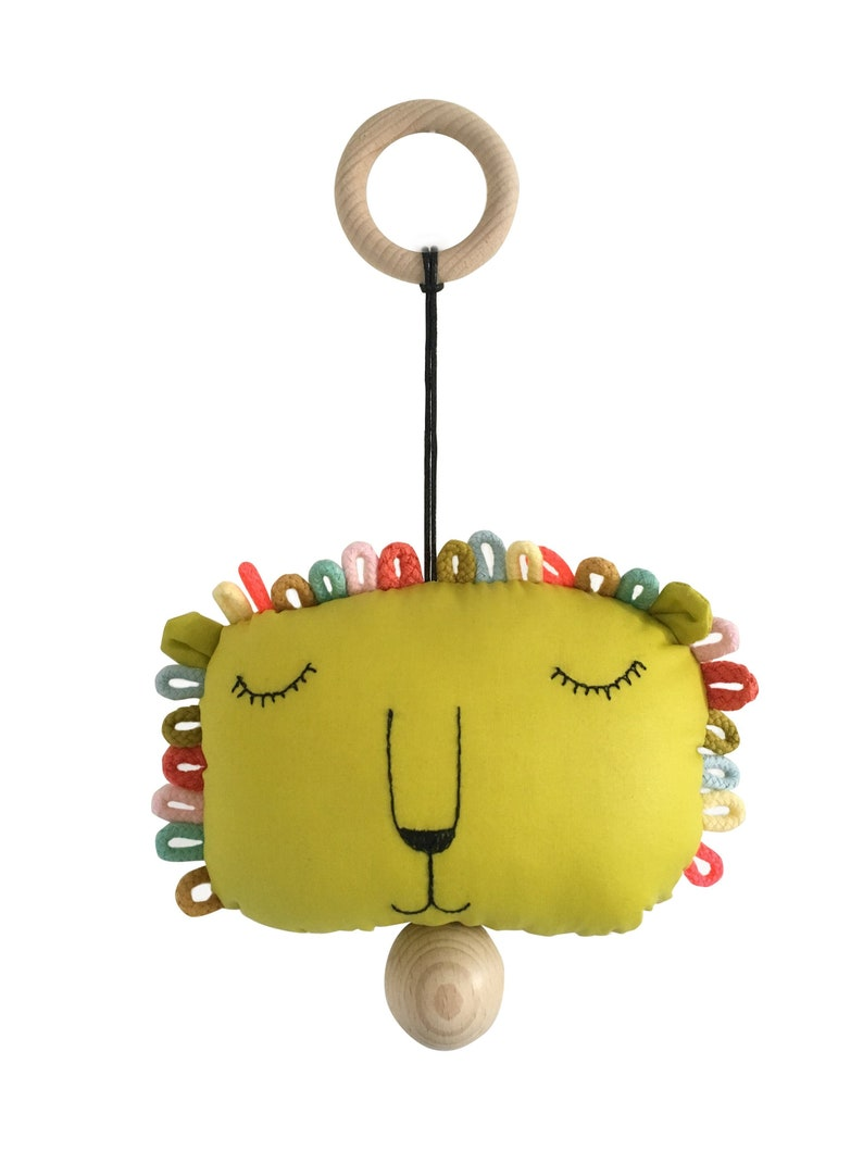 musical pull string crib toy lion image 0