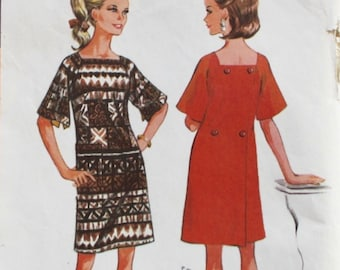 """1960s dress pattern / McCall's 9215 / 1960s shift dress / bell sleeves / bust 31.5-32.5"""" / 1960s sewing pattern"""